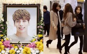 Tròn 1 năm Jonghyun qua đời, Taeyeon, Yoona, Suho và dàn sao nhà SM đồng loạt đến buổi lễ tưởng nhớ đầy ý nghĩa