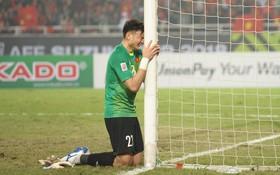 """Bố của Lâm """"Tây"""" tiết lộ lý do con trai ôm cột dọc khóc ngon lành khi vô địch AFF Cup 2018"""