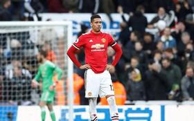 Man Utd thua sốc, để Man City bỏ xa đến 16 điểm