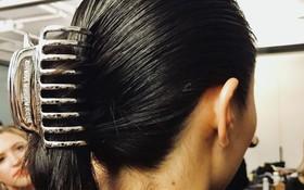 """Kẹp tóc từ đời """"ơ kìa"""" giờ lại tung hoành tại show Alexander Wang trong khuôn khổ NYFW"""