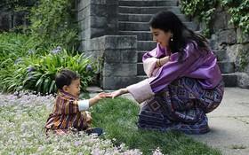 """Bạn đã biết gì về hoàng tử bé siêu đáng yêu của """"đất nước hạnh phúc nhất thế giới""""?"""