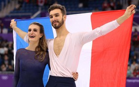 VĐV gặp sự cố lộ ngực đã chịu mặc kín, giành HC bạc Olympic mùa đông