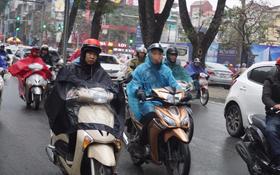 Chùm ảnh: Hà Nội mưa phùn, các tuyến đường thông thoáng trong ngày đi làm đầu tiên của năm mới Mậu Tuất