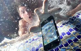 """Tại sao smartphone chống nước cao cấp nhất cũng có lúc """"chết đuối trên cạn"""" một cách tức tưởi?"""