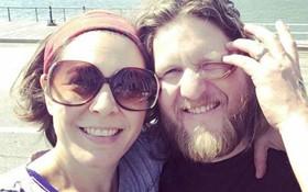 Quyết định ly thân sau 7 năm kết hôn, 2 vợ chồng vẫn sống chung một nhà, giả vờ hạnh phúc vì các con