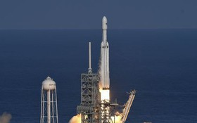 Tỉ phú Elon Musk phóng thành công tên lửa mạnh nhất thế giới