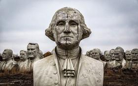 """""""Công viên Tổng thống Mỹ"""" với 43 bức tượng khổng lồ bị hư hại nặng nề, vẫn còn thiếu hai vị Tổng thống nữa mới hoàn thiện"""