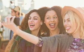Học 5 cách chụp ảnh có tâm này thì không bao giờ sợ lũ bạn thân bỏ tag vì xấu