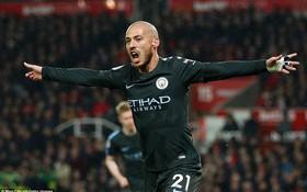 David Silva lập cú đúp, Man City hơn Man Utd tới 16 điểm