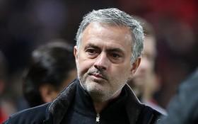 Mourinho bị chỉ trích nặng nề bởi chiến thuật và đội hình xuất phát ở trận thua Sevilla