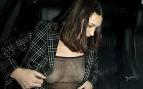 """Mặc áo xuyên thấu lộ cả nhũ hoa, Bella Hadid quyết """"tranh spotlight"""" với Gigi và Zayn?"""