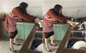 Cô gái trẻ vật lộn chiến đấu với con gà luộc khiến dân tình cười té ghế