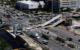 Hình ảnh hiện trường vụ sập cầu vượt vừa xây xong tại Miami (Mỹ)