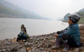 Tìm thấy xác nạn nhân cuối cùng vụ 9 cửu vạn đuối nước ở sông Hồng