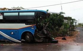 Quảng Bình: Xe khách biển Lào đâm xe tải, 3 người tử vong, nhiều người bị thương