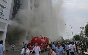 Nữ chủ tịch phường tử vong sau khi cố đu dây thoát khỏi đám cháy chung cư Carina nhưng không may tuột tay rơi xuống đất