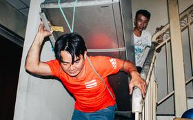 Khổ như cư dân chung cư Carina sau vụ cháy: Cõng tủ lạnh xuống mấy tầng lầu, dùng ròng rọc chuyển đồ nhiều ngày liền