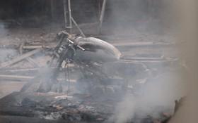 Chùm ảnh: Các gian hàng cháy đen, nhiều xe máy trơ khung sau vụ cháy lớn ở chợ Hà Nội