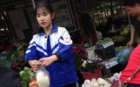 Bị chụp lén trong lúc bán đậu phụ, nữ sinh Lào Cai cảm thấy áp lực vì đi đâu cũng bị nhận ra