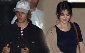 """Sau tin chia tay, Justin và Selena cùng đi nhà thờ nhưng lại """"đánh lẻ"""" khi ra về"""