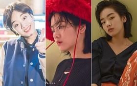 """Một năm không gặp, """"cô bạn đẹp trai"""" của Kim Bok Joo giờ đã nữ tính và chất thế này sao?"""