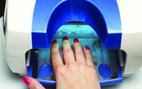 Tác hại ghê gớm đằng sau việc dùng máy hong móng tay UV khi sơn móng gel