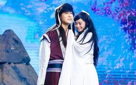 Akira Phan bắt chước màn cầu hôn của Trường Giang với Nhã Phương trên show thực tế