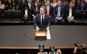Video: Nghe Mark Zuckerberg giải thích cho các Thượng Nghị sĩ cao tuổi về cách hoạt động của Facebook