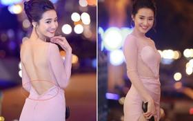Vẫn chọn kiểu hở lưng, nhưng nhan sắc của Nhã Phương có phần giảm sút vì chiếc váy tông tím nhạt này