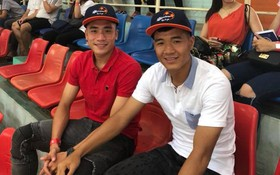 """Bắt gặp Đức Chinh, Tiến Dụng """"hẹn hò"""" đi xem Futsal tại Đà Nẵng"""