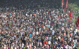 Hàng chục nghìn người đổ về dự lễ Giỗ Tổ Hùng Vương trong đêm, Đền Hùng đông nghẹt thở
