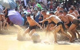 Tưng bừng Lễ hội Vật cầu bùn 4 năm mới có một lần ở Bắc Giang