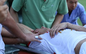 Cầu thủ Viettel nhập viện khẩn cấp sau pha phạm lỗi đáng sợ của cựu sao U23 Việt Nam