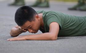 """Sao nhập ngũ: """"Mr. Cần Trô"""" Xuân Nghị liên tục đuối sức, thở không nổi vì thử thách quá nặng"""
