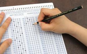 Vì sao phải dùng bút chì 2B cho máy chấm thi tự động khi tô đáp án đề bài?