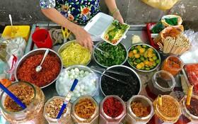 Xế chiều Sài Gòn mát trời, còn gì bằng nhâm nhi những món gỏi ăn vặt ngon tê tái như này
