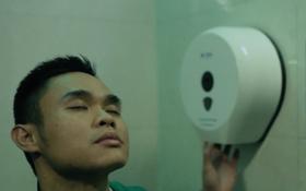 """Làm gì khi đang đi vệ sinh mà hết giấy? Phim ngắn gây sốt của """"Cha đẻ"""" Hoy Đi Nha sẽ trả lời bạn!"""