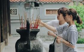 """Đến chùa Hà dịp lễ Thất Tịch nghe chuyện cô gái """"cứ viết sớ, sau một tháng có người yêu!"""" khiến ai cũng ghen tỵ"""