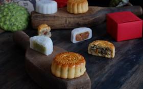 """""""Đập hộp"""" những chiếc bánh Trung thu của các khách sạn nổi tiếng bậc nhất tại Hà Nội"""