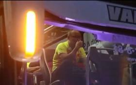 HLV Park Hang Seo khóc sụt sùi trên xe bus sau thất bại của Olympic Việt Nam