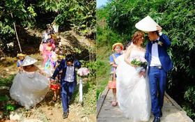 Chùm ảnh: Cô dâu 62 tuổi mặc váy cưới, vượt 3 con suối về nhà chồng trong sự chào đón của mọi người