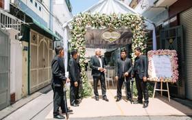 """Dàn vệ sĩ cầm sẵn dù xuất hiện tại nhà Nhã Phương, có thể """"kịch bản"""" hôn lễ Hà Tăng cách đây 5 năm lặp lại?"""