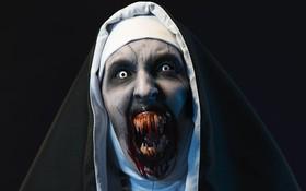 """Chờ đợi """"The Nun"""" bao nhiêu, thất vọng với màn """"catwalk"""" vụng về của chị Valak bấy nhiêu!"""