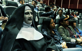 """Vác tim đến rạp chờ chị ma Valak doạ, vậy mà khán giả Việt Nam ngỡ xem nhầm... phim hài """"The Nun"""""""