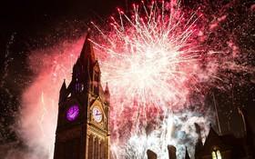 Chùm ảnh: Năm mới 2018 hân hoan trên toàn châu Âu, bầu trời London, Paris ngập tràn pháo hoa rực rỡ