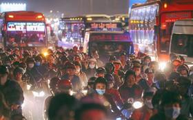 Sài Gòn kẹt xe kinh hoàng, khói bụi mịt mù trong ngày cuối cùng của kỳ nghỉ Tết Dương lịch