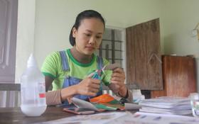 Cô gái Nghệ An từ bỏ mức lương 15 triệu để về quê tạo công việc cho người khuyết tật