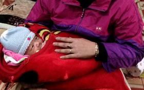 Nghệ An: Cháu bé sơ sinh bị bỏ trong giỏ trước cửa nhà giữa đêm khuya