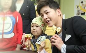 Xúc động với lá thư của một người cha có con bị ung thư gửi tới Song Joong Ki