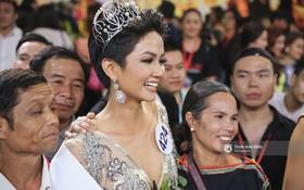 Tân Hoa hậu Hoàn vũ H'Hen Niê nói về tin đồn bố mẹ từng ép mình nghỉ học để lấy chồng!